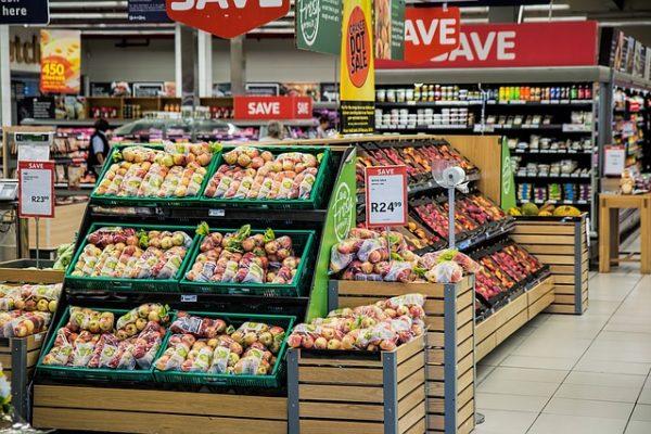 Merchandising – zasady prezentacji produktów w sklepie. Jak ekspozycja towaru wpływa na decyzje zakupowe klientów?
